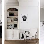 Vivienda en blanco, negro y madera