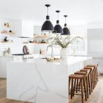 Cocinas blancas: tips para hacerlas acogedoras